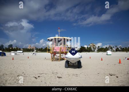 miami south beach ocean rescue 10th street tower and jetski rescue vehicle florida usa - Stock Photo