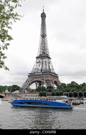 Excursion boat, boat trip, sightseeing trip on the Seine river, Eiffel Tower at the back, Paris, France, Europe - Stock Photo