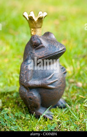 Frog prince, garden figure made of iron - Stock Photo