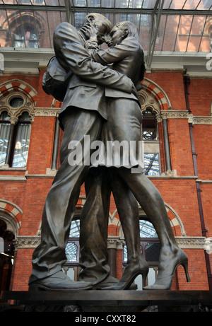 St. Pancras Station, The Meeting Place Statue, St. Pancras Station, London, England, Britain, UK - Stock Photo