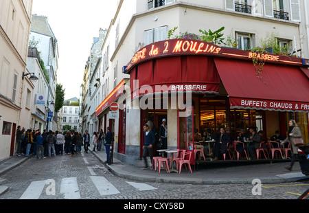 Cafe des deux Moulin Paris France, location of the film Amelie - Stock Photo