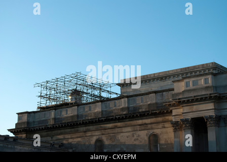 Scaffolding on the roof of the Fitzwilliam Museum in Cambridge against a clear blue sky - Stock Photo