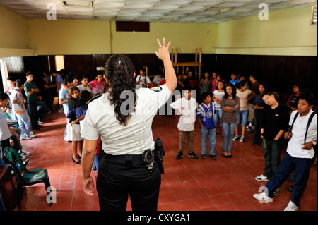 Police officer on the domestic violence action day, Parque Technologico Ceiba vocational school, Zona 1, Guatemala - Stock Photo