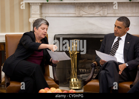 US President Barack Obama meets with Homeland Security Secretary Janet Napolitano May 9, 2011 in the Oval Office - Stock Photo