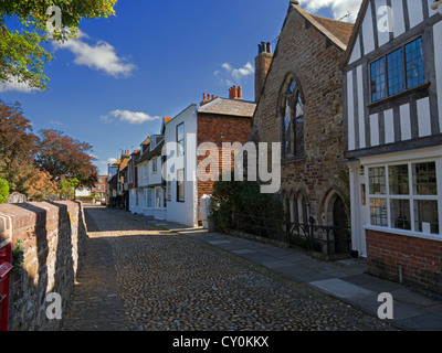 Church Square, Rye, Sussex. One of the quaint cobblestone streets in the historic town of Rye. - Stock Photo