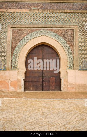 NORTH AFRICA MOROCCO Meknes Bab el-Mansour 17th century entrance gate to the city - Stock Photo
