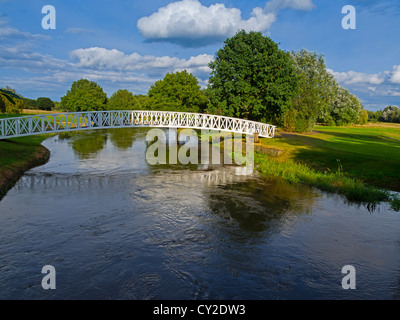 Footbridge over the River Wey on the Pyrford Golf Course, Surrey. - Stock Photo