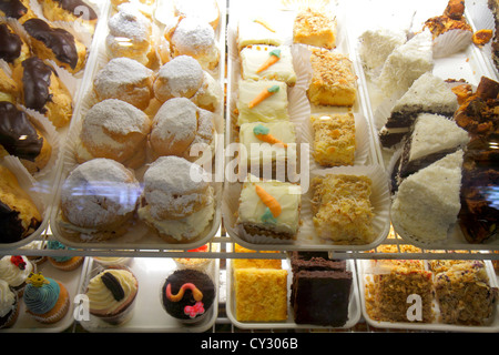 Massachusetts Cape Cod Sandwich Jarves Street Beth's Special Teas Bakery & Cafe display case dessert cakes - Stock Photo