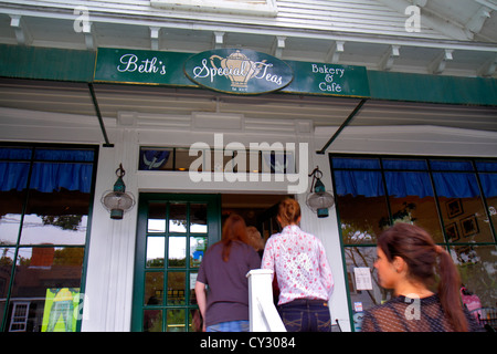 Massachusetts Cape Cod Sandwich Jarves Street Beth's Special Teas Bakery & Cafe front entrance exterior customers - Stock Photo