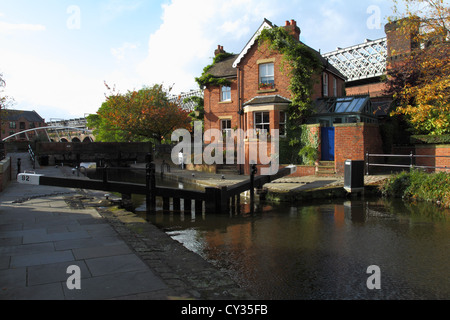 Lockkeepers House at Dukes Lock 92 Rochdale Canal Castlefield Manchester. - Stock Photo