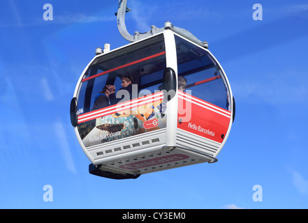 The Emirates Airline cable car, 'flying' over the river Thames between the Royal Docks and North Greenwich, east - Stock Photo
