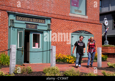 Maine Freeport outlet factory store shopping Dooney & and Bourke women's handbags leather goods entrance front man - Stock Photo