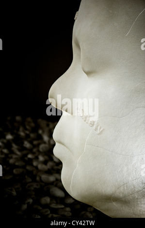 Yorkshire Sculpture Park : In the Midst of Dreams - from a series of sculptures of alabaster heads by Jaume Plensa - Stock Photo