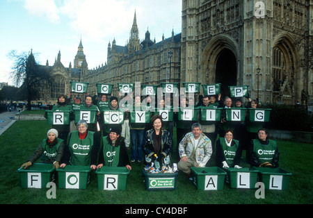 Friends of the Earth lobby of Parliament in support of the Doorstep Recycling Bill, London, UK, 22 January 2003 - Stock Photo