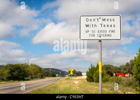 Don't mess with Texas sign on Ranch Road 337 in Leakey, Texas - Stock Photo