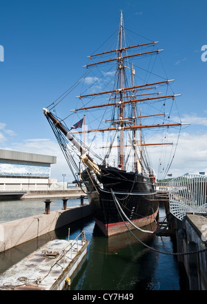 RRS Discovery in Dundee - Stock Photo