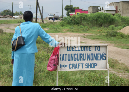 Uganda, Lake Edward, Craft Shop - Stock Photo