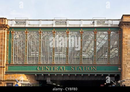 Detail of the Venetian-style windows on the Heilanman's Umbrella, the railway bridge into Glasgow Central Station, - Stock Photo