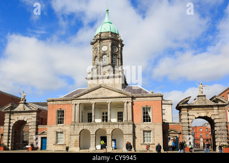 Fortitude and Justice gates beside 18th century Bedford tower in Dublin castle's Great Courtyard with tourists. - Stock Photo