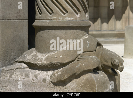Spain. Catalonia. Barcelona. Basilica and Expiatory Church of the Holy Family. Turtle at the base of column. - Stock Photo