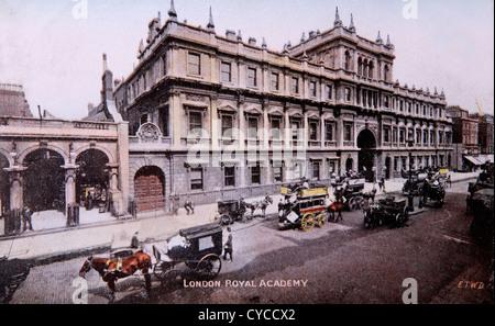 Royal Academy of Arts, Burlington House, Piccadilly London Uk. Circa 1900 1900s  Hansom cab cabs - Stock Photo