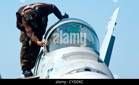 ... A plane captain wipes down the canopy window of an F/A-18E Super & A plane captain wipes down the canopy window of an F/A-18F Super ...