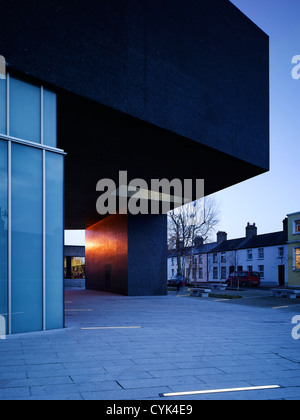 Solstice Arts Centre, Navan, Ireland. Architect: Grafton Architects, 2006. View of entrance level showing glazed - Stock Photo