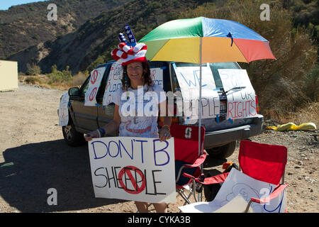 Californian Voters being urged to vote and make their voices heard, outside a polling station in Santiago Canyon, - Stock Photo