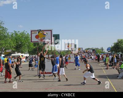 Gus Macker basketball tournament, held in Alamogordo, New Mexico, in May 2009. Several blocks of Washington Avenue - Stock Photo