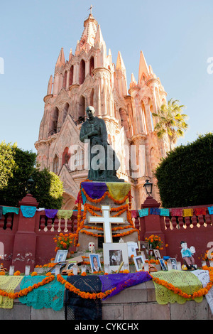 North America, Mexico, San Miguel de Allende, La Parroquia de San Miguel Church and Day of the Dead altar in El - Stock Photo