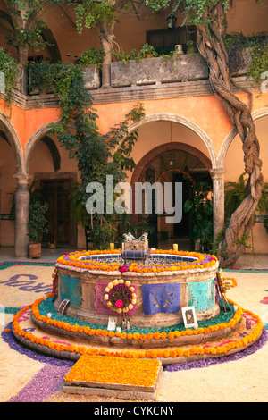 altar decorations pictures day of the dead altar traditional marigold flowers mexican 10034