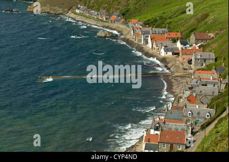 CROVIE  FROM THE CLIFFS ABOVE THE HOUSES.SMALL COASTAL VILLAGE OF ABERDEENSHIRE SCOTLAND - Stock Photo