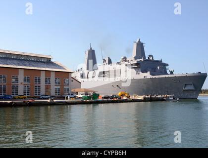 GUANTANAMO BAY, Cuba (Nov. 6, 2012) The amphibious transport dock ship Pre-Commissioning Unit (PCU) Anchorage (LPD - Stock Photo