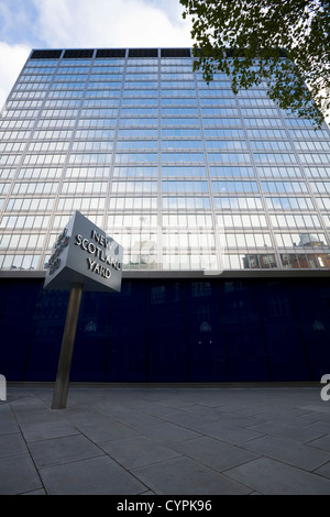 New Scotland Yard Metropolitan Met Police 's HQ / Head quarters / office building & famous spinning / rotating sign. - Stock Photo