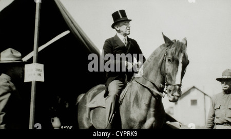 President Woodrow Wilson Visiting Army Camp on Horseback, Sea Girt, New Jersey, USA, 1917 - Stock Photo