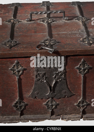 A large late Gothic letter box, Rhineland, circa 1500 Rectangular oak casket with remnants of old red coloured painting. - Stock Photo