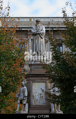 Leonardo Da Vinci Statue In Front Of Uffizi Gallery Near