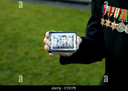 Roland Todd who shows a picture of him and his brothers who all served in the Second World War. Bonzo/Alamy Live - Stock Photo