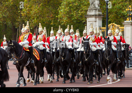 Members of the Household Cavalry - the Life Guards at Buckingham Palace, London England, UK - Stock Photo