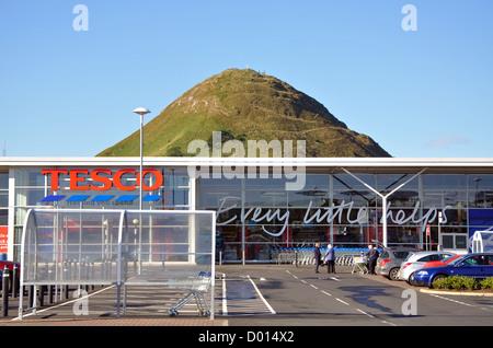 Tesco and North Berwick Law, North Berwick, East Lothian, Scotland, UK - Stock Photo