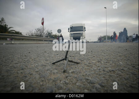 14th November 2012. Barricades of picketers block key industrial and logistical areas in Barcelona, Spain. Today - Stock Photo