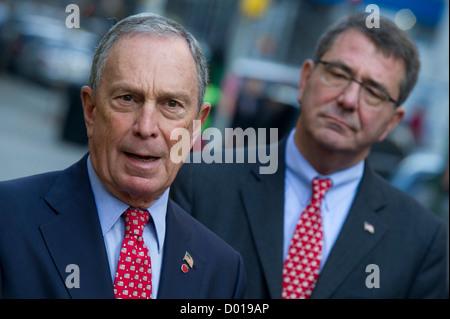 New York City Mayor Michael Bloomberg and Secretary of Defense Ashton B. Carter (right) talk to the media prior - Stock Photo