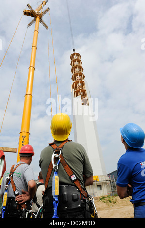 GERMANY Hannover, Timbertower GmbH, construction of 100 metre high tower made from timber for 1,5 MW Vensys wind - Stock Photo
