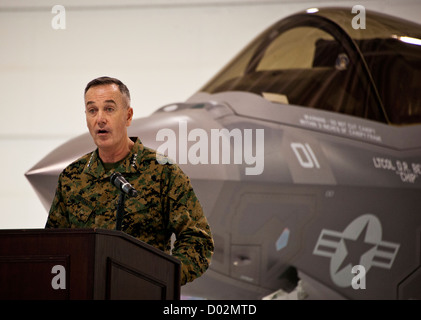 US Marine General Joseph Dunford, assistant commandant of the Marine Corps speaks at at the Marine Corps F-35B Lightning - Stock Photo