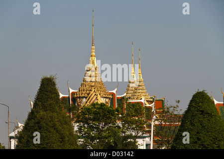 View onto the Roofs of the Royal Palace seen from the River Chao Phraya in Bangkok, Thailand - Stock Photo