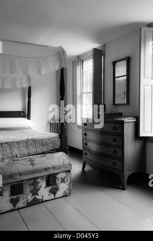 Four poster bed and chest of drawers in bedroom at the Nathanel Greene Homestead. Declared a National Historic Landmark - Stock Photo