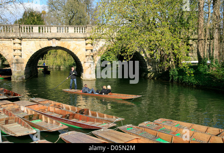 Punting on the River Cherwell Oxford Oxfordshire England UK - Stock Photo