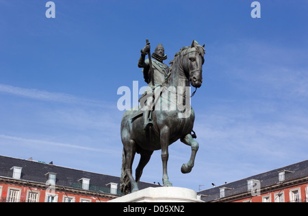 Madrid, Spain. Statue of Felipe III in the centre of the Plaza Mayor. - Stock Photo