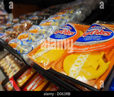 Jan. 1, 2012 - Orange County, California, USA - The last Hostess products sit on shelves in liquor stores, gas stations, - Stock Photo