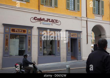 CAFE DE LA PLACE GARIBALDI RUE CASSINI NICE ALPES-MARITIMES (06) FRANCE - Stock Photo